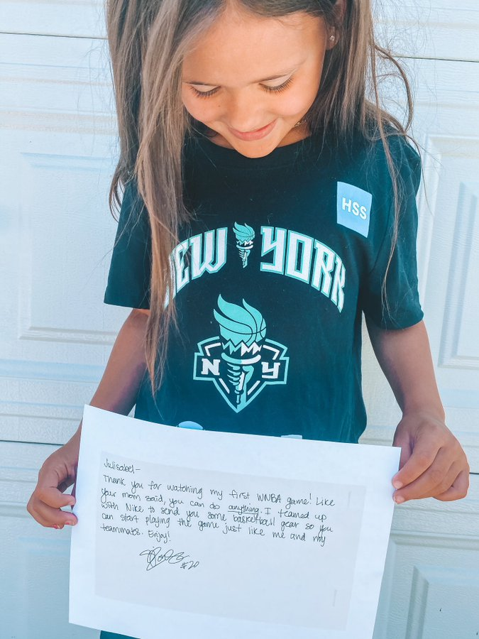 7-year-old Julisabel was introduced to the WNBA during Sabrina Ionescu's debut. She asked if she could still be a basketball player even though she's a girl.  Sabrina sent her Liberty gear and a handwritten note to thank her for watching 🙏  (via @diandraann) https://t.co/dk5bKFg42V