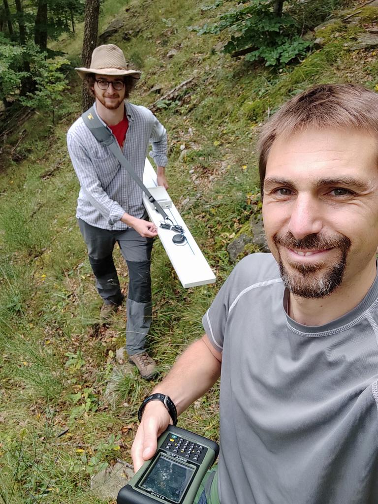 Today #geophysical ( electromagnetic) survey and test of #soil moisture probes in the Re della Pietra #catchment, Tuscany! #hydrology #ecohydrology #Unifi https://t.co/EXQlsbxvT8