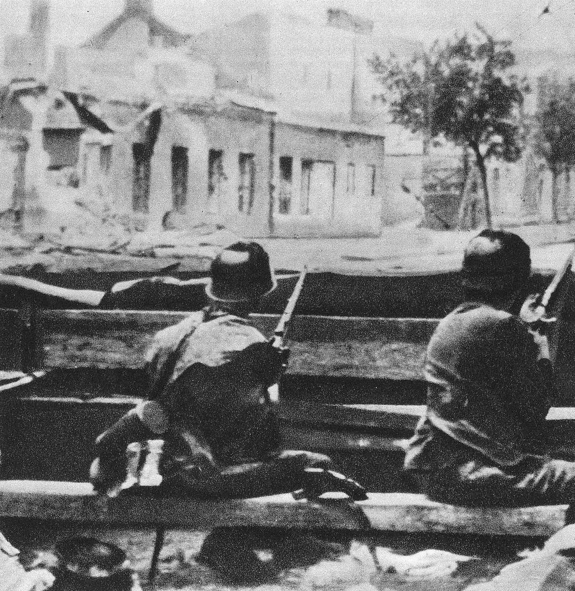 06.08.1944 r. - Powstanie Warszawskie:  - SS - Sonderbataillon Dirlewanger, dowodzony przez SS-Oberführera Oskara Dirlewangera, dopuszcza się wielu aktów ludobójstwa w kolejnych dzielnicach Warszawy, mordując ludność cywilną i rannych powstańców. https://t.co/fFSD6mGRfa