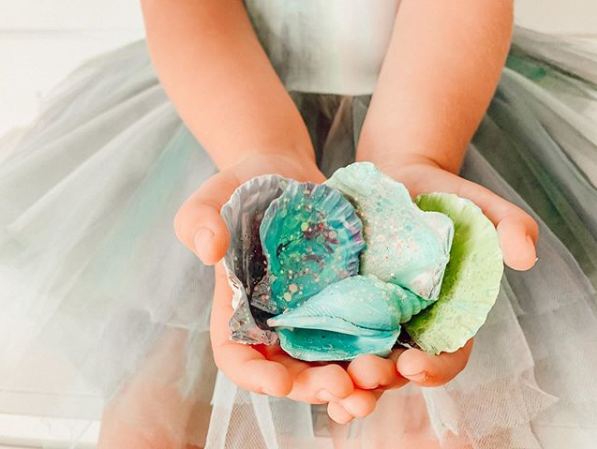 Have you and your kids discovered your artistic side during the pandemic? Check out the painted shells from @stayinghomesawyer. #Parentipity