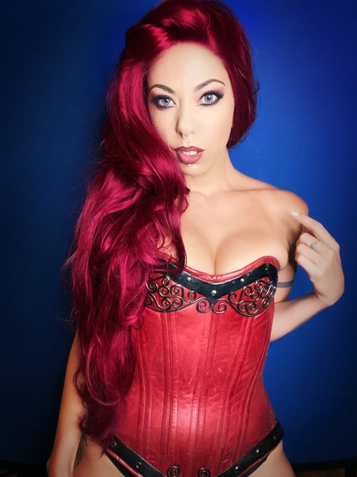 1 pic. Beautiful Corset by @SwordAndStoneCA @TonySwatton ... I'll always love Metal on leather! #dnd