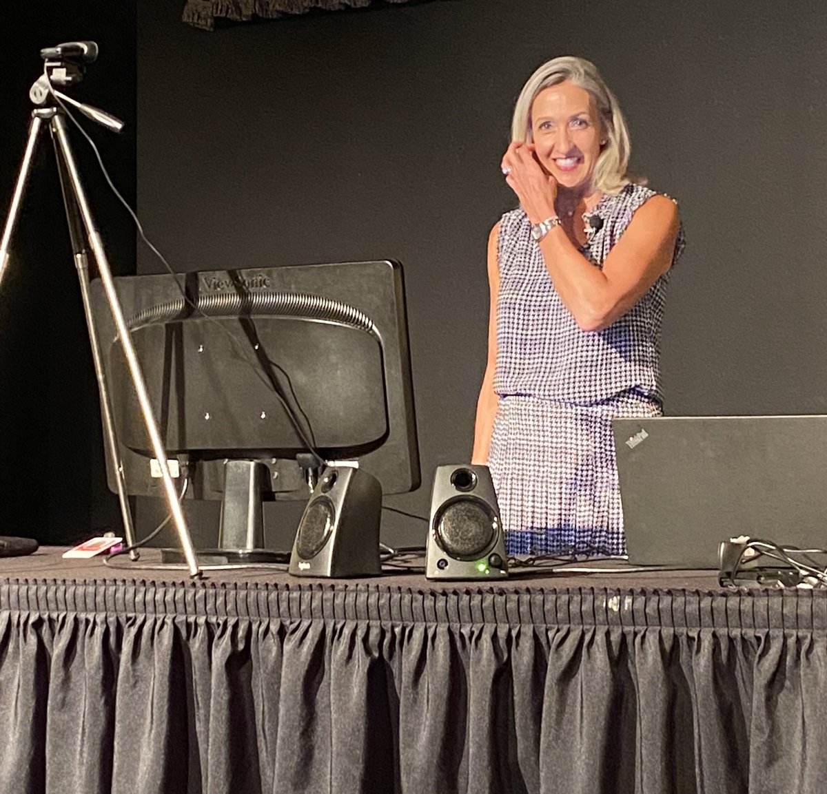 My new reality. Gave a live virtual keynote today from a stage at a local theater with no audience. Grateful for the work but I sure miss seeing the faces! #virtualkeynote #speakerslife #EmotionalIntelligence #EQ #Leadership #conference https://t.co/zthE3sbAkz