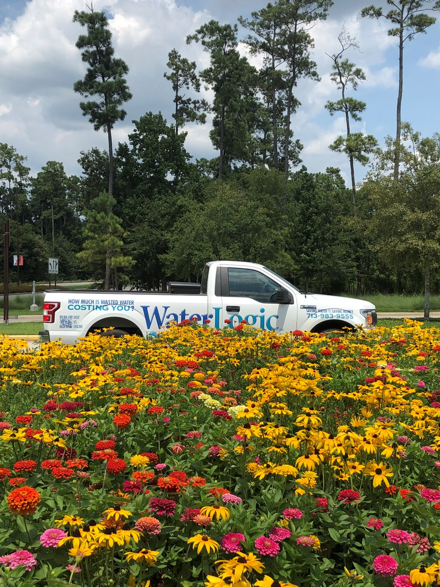 @waterlogictexas hard at work on a beautiful day. #summer2020 #summervibes #flowers pic.twitter.com/YpC2QAz7O6