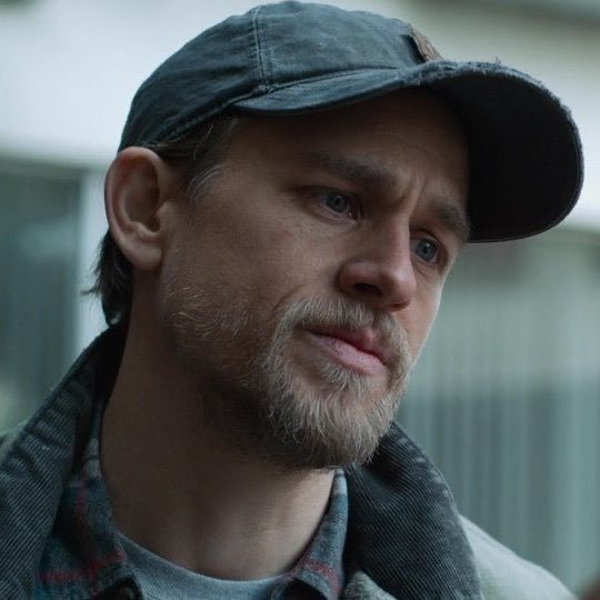 I really love to see him wearing a cap 🧢😍🤤 #CharlieHunnam #AMillionLittlePieces https://t.co/FP5hO62gdm