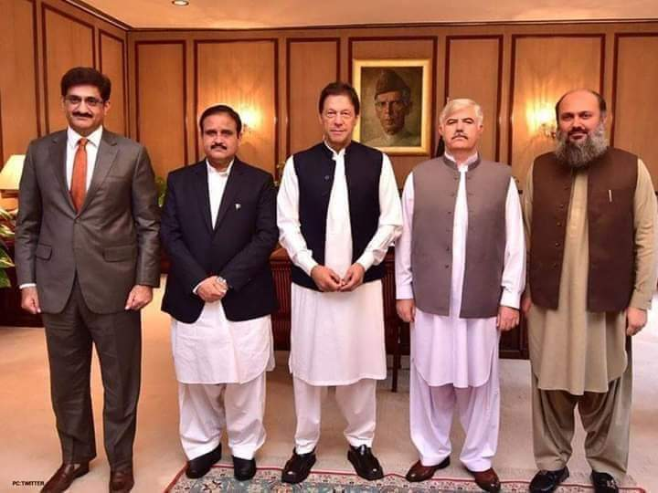 Chief Ministers of Punjab, Sindh, Balochistan & KPK called on Prime Minister Imran Khan at Islamabad.  #PMIKpic.twitter.com/unGVRkAF7p