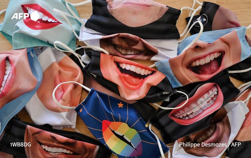 [À LA UNE À 21H] Fermées depuis mars pour cause d'épidémie, universités et grandes écoles françaises pourront de nouveau accueillir des étudiants à la rentrée de septembre, sous réserve de respecter les règles de distanciation strictes et, parfois, de porter un masque (4/5) #AFP https://t.co/3mX1fiXGHF