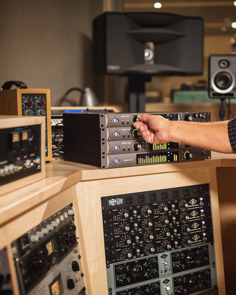 Stacked @musiciansfriend   #ApolloX #UniversalAudio #UniversalAudioApollo #recordingstudios #audiointerface #recordinggear #gearporn pic.twitter.com/hlkYjBMDyv