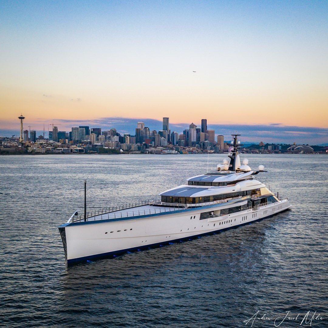 Jerry Jones's Bravo Eugenia flexin. Seattle skyline flexin right back @Seahawks @dallascowboys @NHLSeattle_ @seattletimes #superyacht #megayacht #yacht #life #seattle #seahawks #dallas #cowboys #nfl #football #downtown #skyline #sunset #boat #wa @KING5Seattle @SeattleRefined