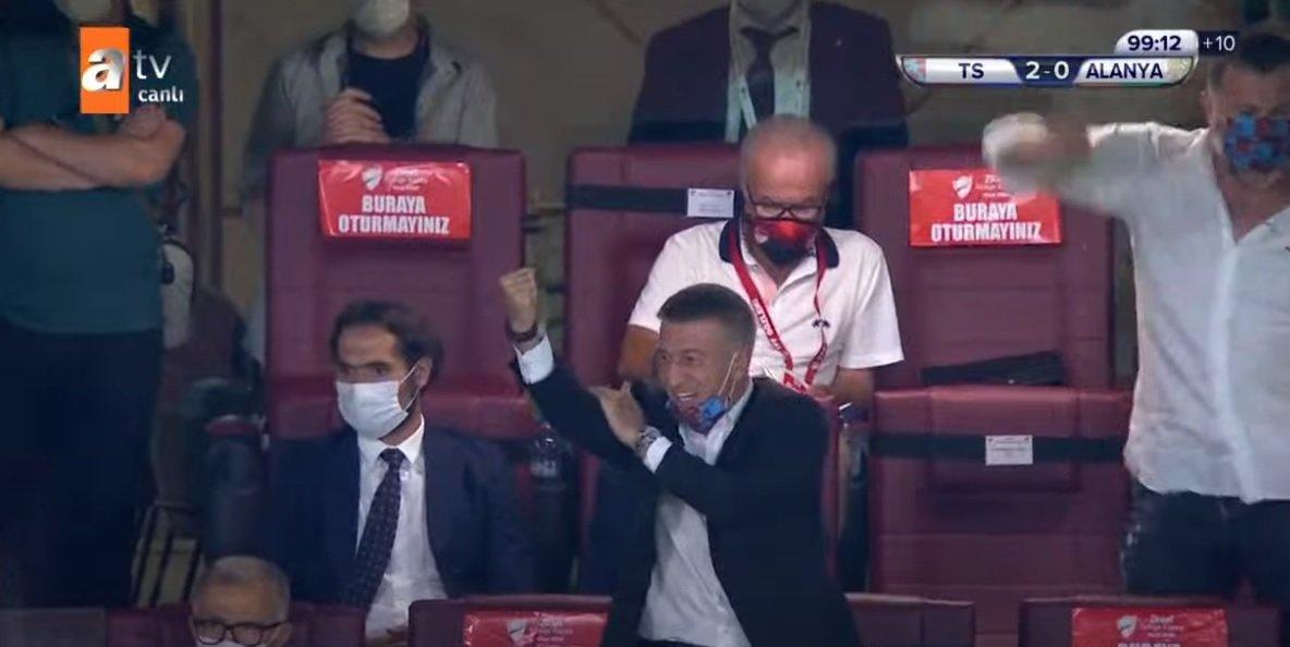 Profesyonel Futbol Disiplin Kurulu (PFDK), @Trabzonspor Başkanı Ahmet Ali Ağaoğlu'na sportmenliğe aykırı açıklaması ve hareketleri nedeniyle toplamda 75 gün hak mahrumiyeti ile 66 bin TL para cezası verdi. Az ama yine de adalet yerini buldu... 😂😂😂 @Alanyaspor #tff https://t.co/Oj2R504VND
