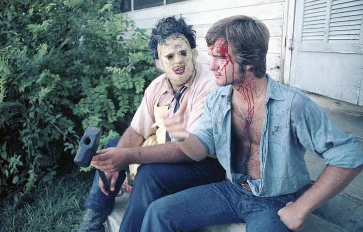 Very cool rare photo I found of Gunnar Hansen and William Vail from the set of Texas Chainsaw Massacre (1974)   #HorrorMovies #horror pic.twitter.com/TXANHEkJrY