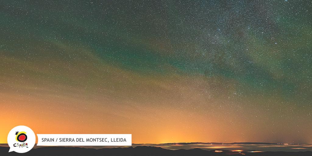 Een zomeravond met heldere lucht? Laten we sterren kijken!  Het #Montsec gebergte in #Lleida is perfect om naar de hemellichamen te staren in t grote astronomiepark.  Op zoek naar meer bestemmingen?https://bit.ly/3h3Mpn7  #BackToSpain #SpainStargazing #SpainNature #Spanjepic.twitter.com/3bOgnsLO2V