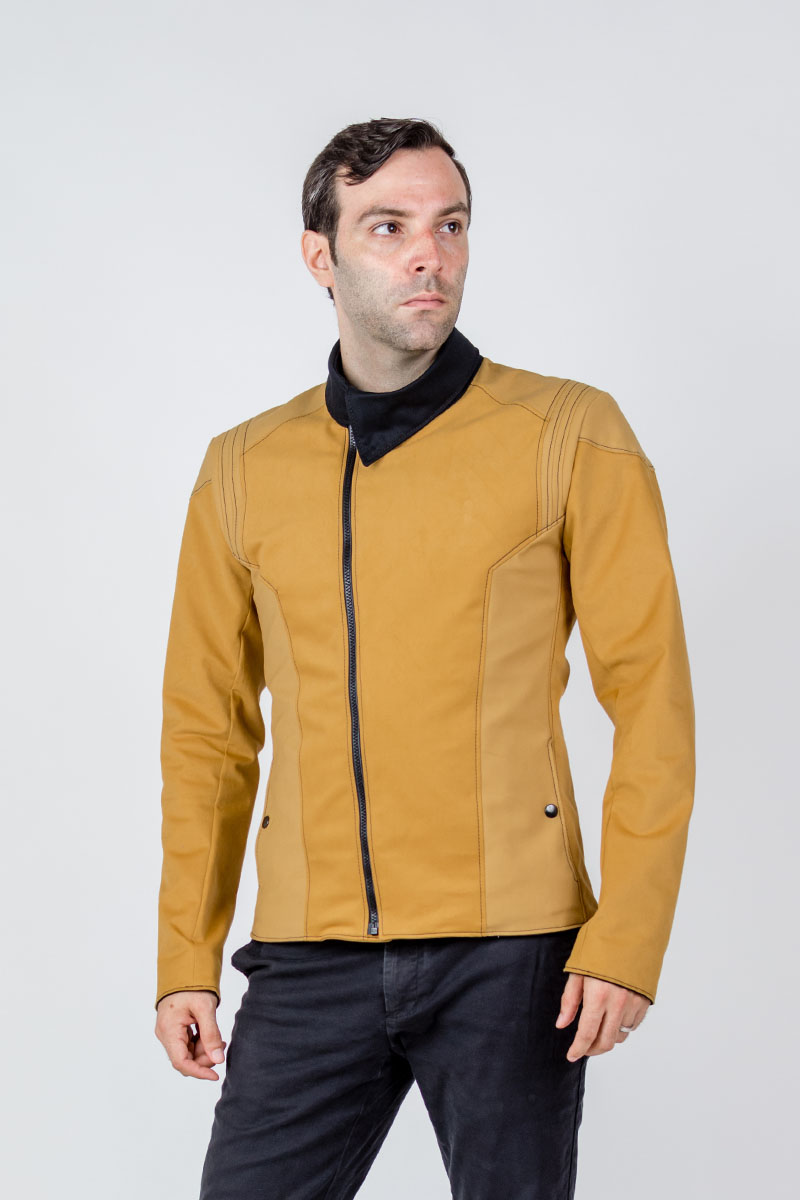 If you already have Starfleet 2256, our Discovery jacket, here's a little side by side comparison with Starfleet 2257, the Pike jacket! They're based on the same cut, with the Pike jacket sporting a shorter length and a luxurious feeling fabric.  → http://bit.ly/3grJcOF pic.twitter.com/y7uf7XYubO