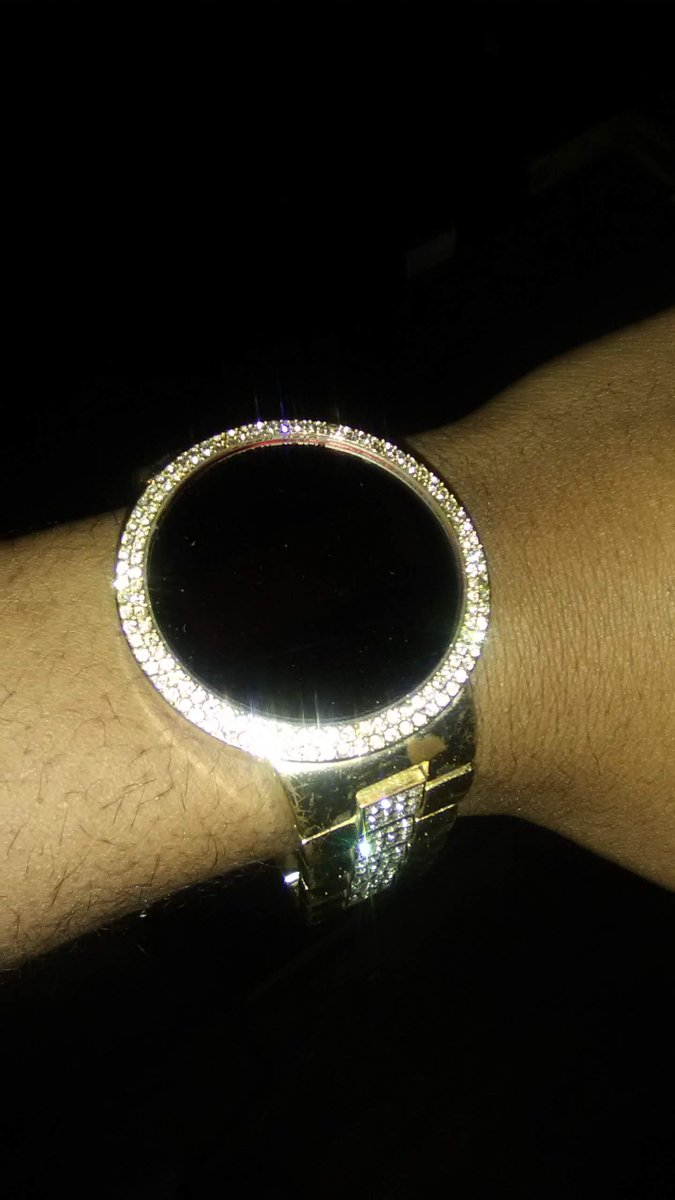 ICED OUT TECHNO PAVE DIGITAL TOUCH SCREEN METAL BAND WATCH#Touchscreen #DigitalWatch pic.twitter.com/RLb4pzvkB0
