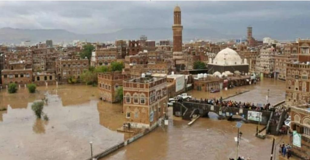 It may be already too late to save #Sanaa #Yemen's Jewel, and #world_cultural_heritage site. Heavy rains continue! 😔 @DrMaeenSaeed @UNESCO_GCCYemen @UNESCO @USEmbassyYemen @YemeniFatima https://t.co/Fe1QpN0bVq