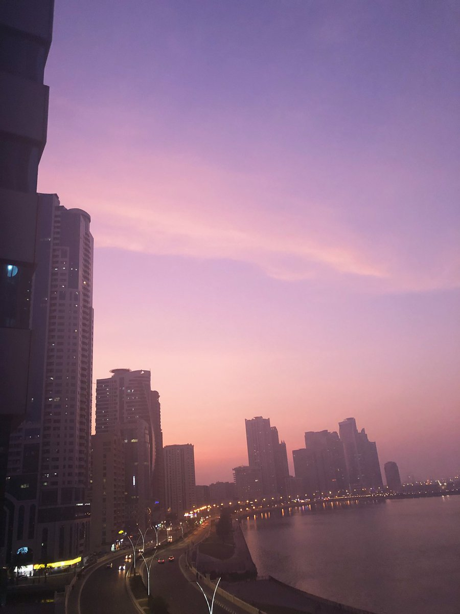 What a beaut  #sunset #Purple pic.twitter.com/ZW7RTWmlYf
