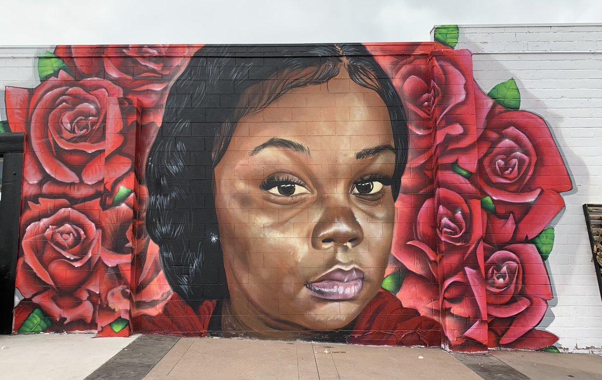 Breonna Taylor mural  #Denver #Colorado       #JusticeForBreonnaTaylor #BreonnaTaylor #BlackLivesMatterpic.twitter.com/ZwuLL64GQs