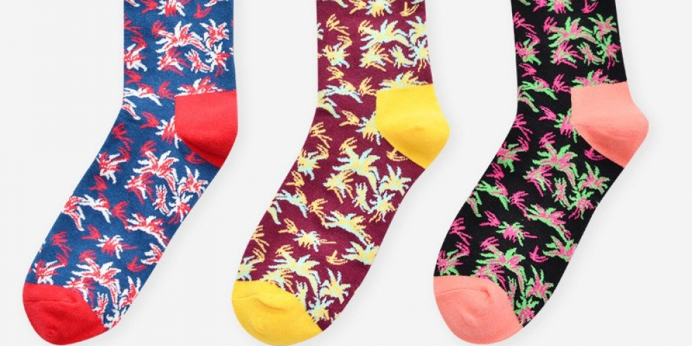 #igers #tagsforlikes Cotton Men's Socks with Colorful Floral Print pic.twitter.com/dlS3hClYk9