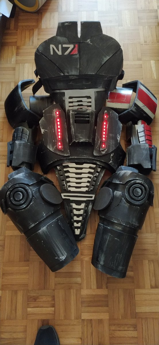 After a lot of consideration I'm throwing out this first (and last) @masseffect cosplay set I made myself years ago. Lots of money, time and love was put into this while I was looking for work after finishing uni.  Good bye N7 armor. It was fun making you! Labor of love. pic.twitter.com/oFRmKMTclQ