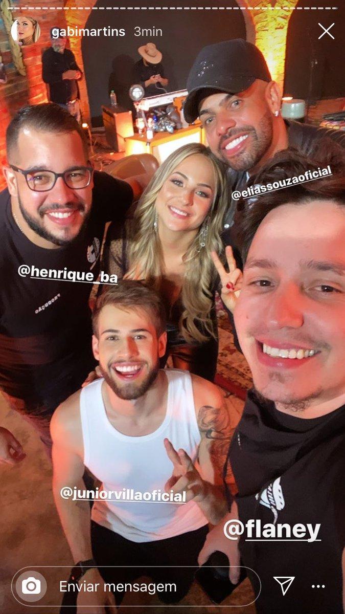 Gabi em Goiânia feliz e rodeada de amigos  GABI MUDA PRA GOIANIA pic.twitter.com/y8OZSC1s4j