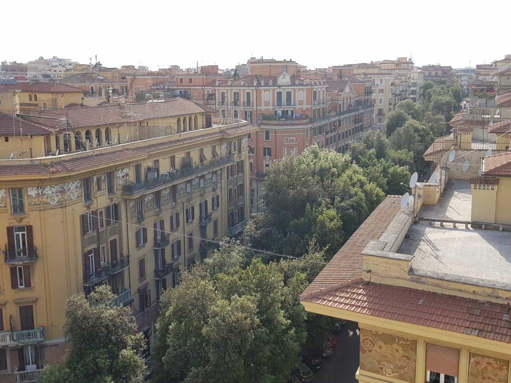 """#VuDans """"Romanzo Criminale"""", de Giancarlo De Cataldo... La via Chiana, à Rome... pic.twitter.com/zWq4QtVSt7"""