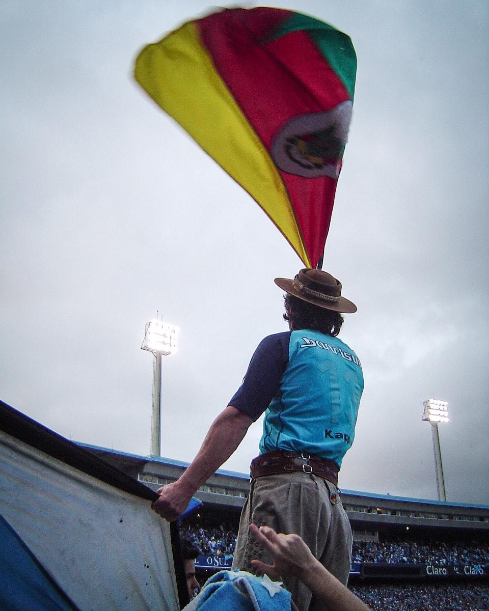 #TBT Com essa baita lembrança dos clássicos disputados no velho Olímpico, pra celebrar a grande vitória de ontem.  #gauchodageral #gauchodogremio #gremio #grenal https://t.co/jL9ziopG7n