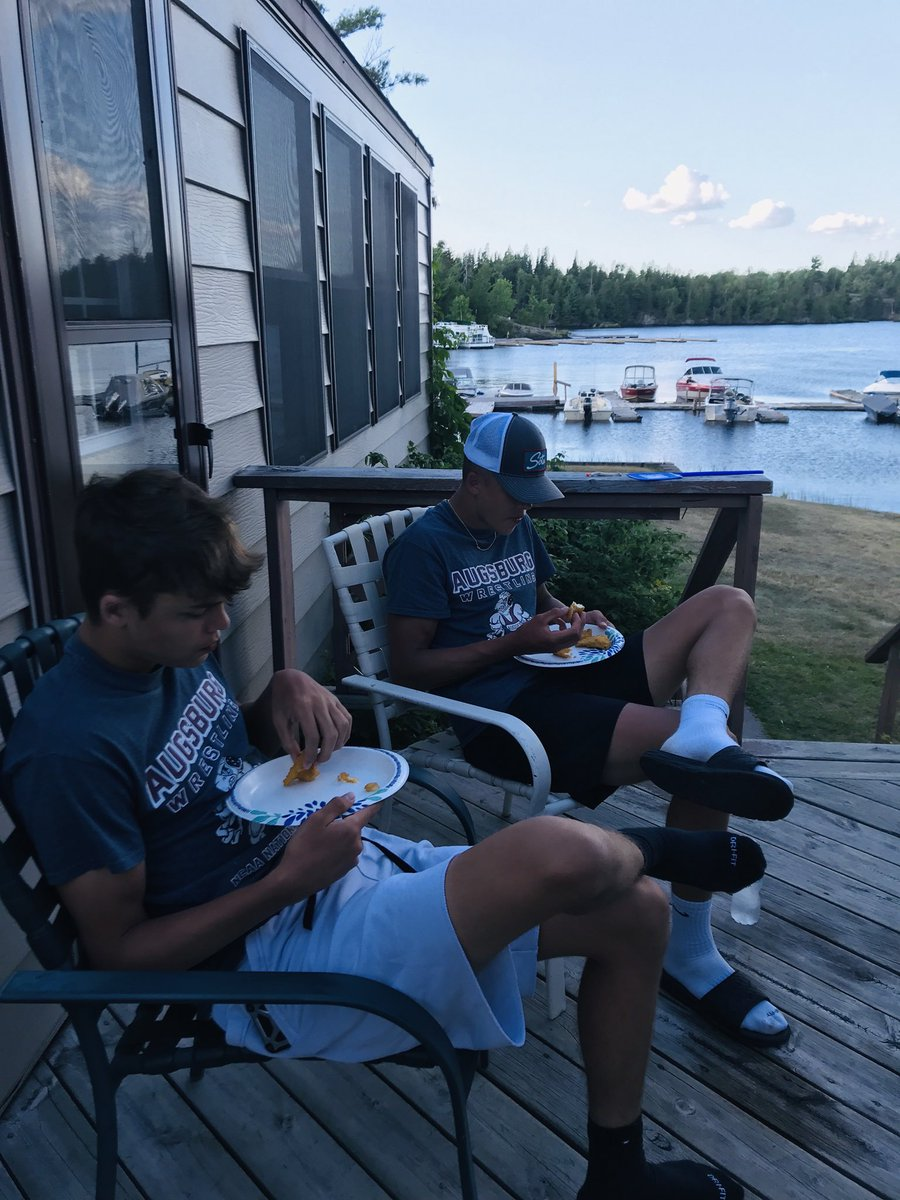 Great day on the lake! #supper #twins #walleyepic.twitter.com/umGBB9lp8v