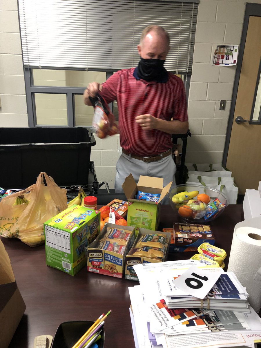 Feeling #blessed for such caring support from #SCETechnologyFundraiser Sales Rep, Phil McLeod today! He brought @panerabread bagels, fruit, waters & snacks for all our Staff! Parents, fundraiser will wait until life is calmer. Please support #scetech later in the year! #creeklife https://t.co/M3DCnrNeYd