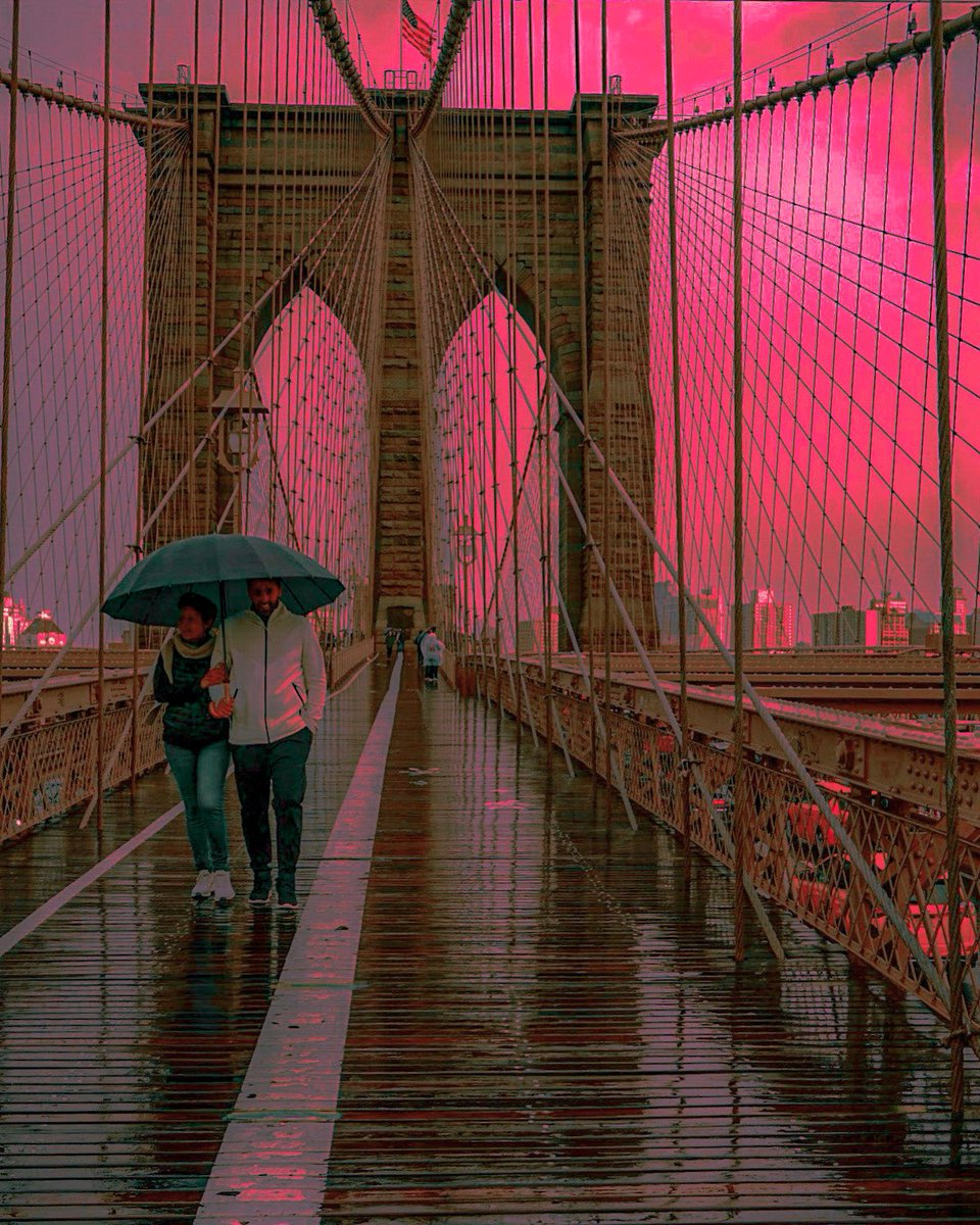 Sunset in the rain #sunsets #NYC #NY1Pic #SonyAlpha #streetphotographer #photography  #NewYorkCity #photoofthedaypic.twitter.com/jT0yIKt2Kq