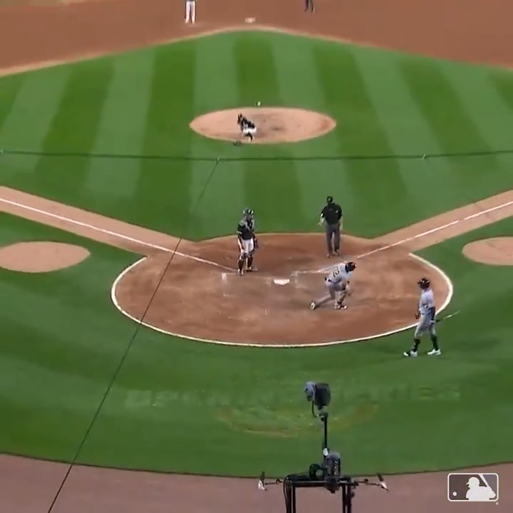 🚨 INSIDE-THE-PARK HR FROM YELI 🚨 https://t.co/zTwoL90nvS
