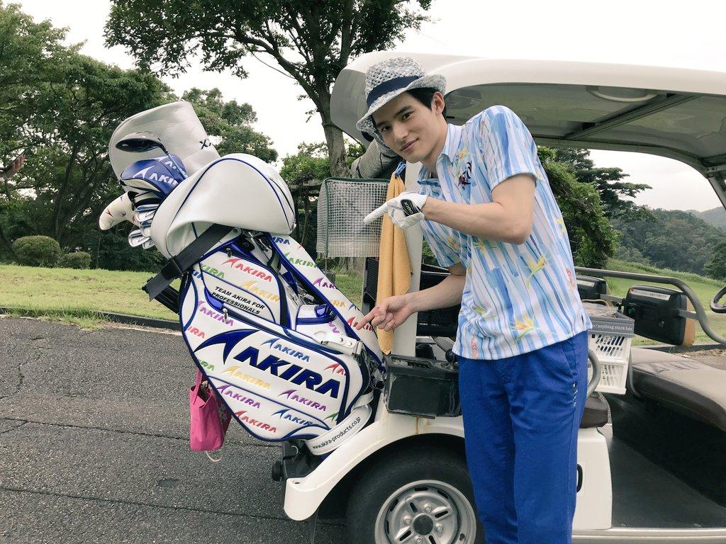 7話の九重くんは、ゴルファーに!?スーツじゃない九重くん、新鮮✨そしてなんと、ゴルフバッグに『AKIRA』の文字が😆偶然にビックリ‼️今夜は九重のお父さんも登場しますので、お楽しみに💕#MIU404 #岡田健史 #tbs #金曜ドラマ #第7話は今夜10時