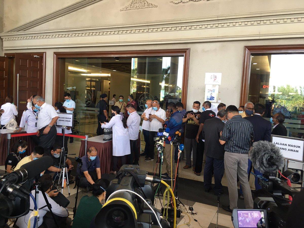 Kemungkinan akan ada satu sidang media sebentar lagi berkaitan kes terowong dasar laut Pulau Pinang membabitkan @guanenglim. #AWANInews #AWANIpagi @501Awani @SPRMMalaysia @PDRMsia
