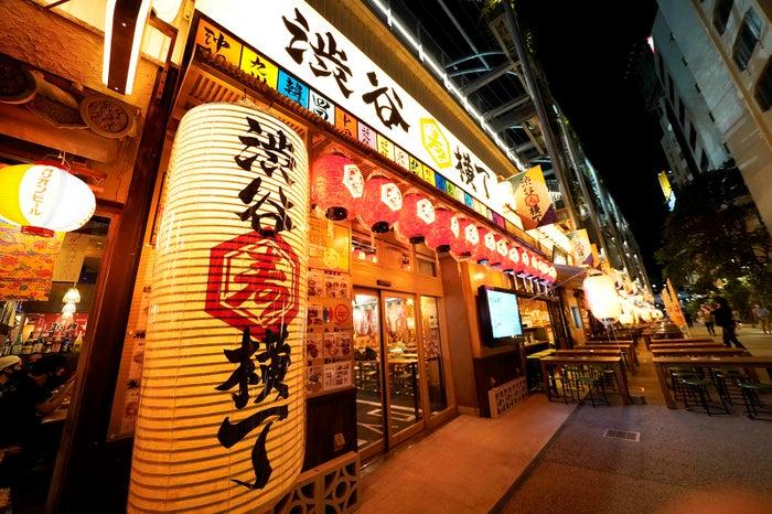 華金に寄りたい最新スポット「 #渋谷横丁 」🍻✨日本全国のご当地グルメや喫茶スナックまで19店舗🍖🍣🦪#グルメ #渋谷 ▼写真・記事詳細はこちら