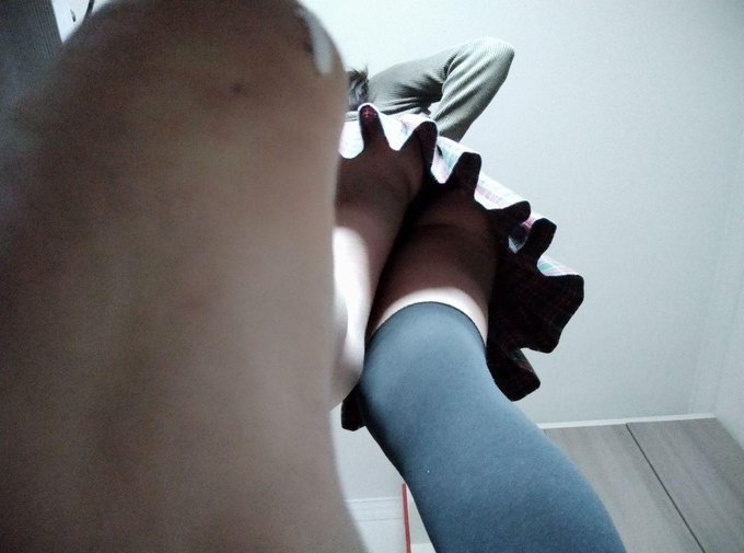 1 pic. They are old, but I love these photos  #feet https://t.co/BIhBC7Bx4a