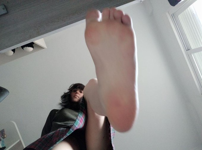4 pic. They are old, but I love these photos  #feet https://t.co/BIhBC7Bx4a