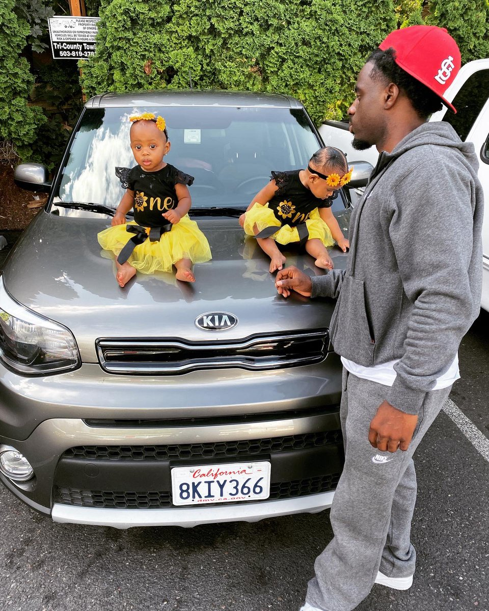 Happy cake  day to my babies!#Aug6th #Twins pic.twitter.com/cPAIgHbczg