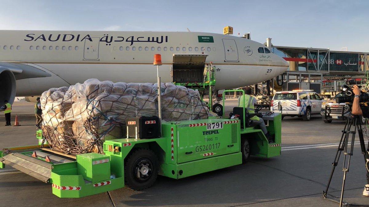 #مركز_الملك_سلمان_للإغاثة يسيّر أولى طلائع الجسر الجوي السعودي إلى #لبنان لمساعدة منكوبي الانفجار في #مرفأ_بيروت https://t.co/7BrxBPGhXx