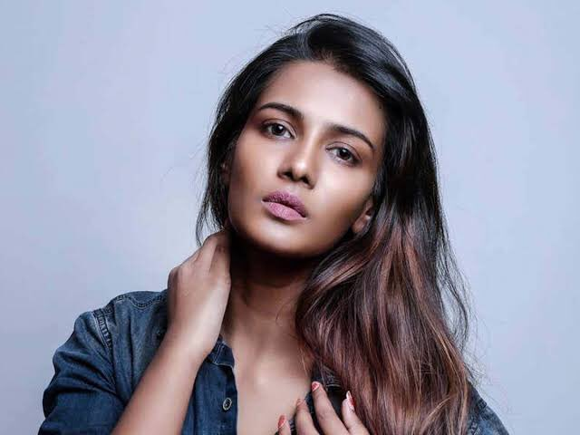 #supportmeeramitun @meera_mitun Please spread this hashtag friends. A talent like her should never be wasted.  #supermodel pic.twitter.com/tQb0ebeEjt