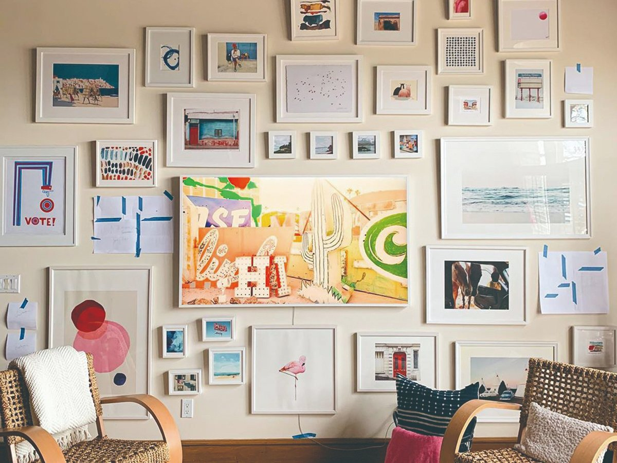 Now that's what I call a gallery wall  Photo by @kelizheck   #iconabay #pictureframe #photoframe #interiorstyling #interiordesign #homedecor #wallgallery #makinghouseahome #livingroomdecoration #livingroomstyle #livingroomdesign #diyhomedecor #walldecorationpic.twitter.com/ANaf6w041J