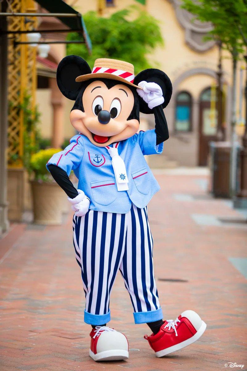 "Mickey and Minnie new outfits in Shanghai Disneyland's ""Splash into Magic!"" Summer Event!  #Disney #SHDL #上海迪士尼樂園 #ShanghaiDisneyland #Mickey #Minniepic.twitter.com/rP4oKEztBR"