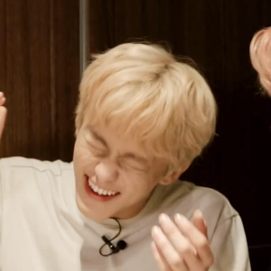 @CapableMelon Best thing to look at when you're feeling down is totally mark's laughing pic🤩 it'll instantly cheers you up! What is this sorcery😭  #HAPPYMARKDAY #MarkInOurHearts #스물둘_마크가_빛날_시간  #MarkLeeTimeToShine #MARKLEE  #SuperMisComing  #SuperMisBack https://t.co/PRbQGg4I4y