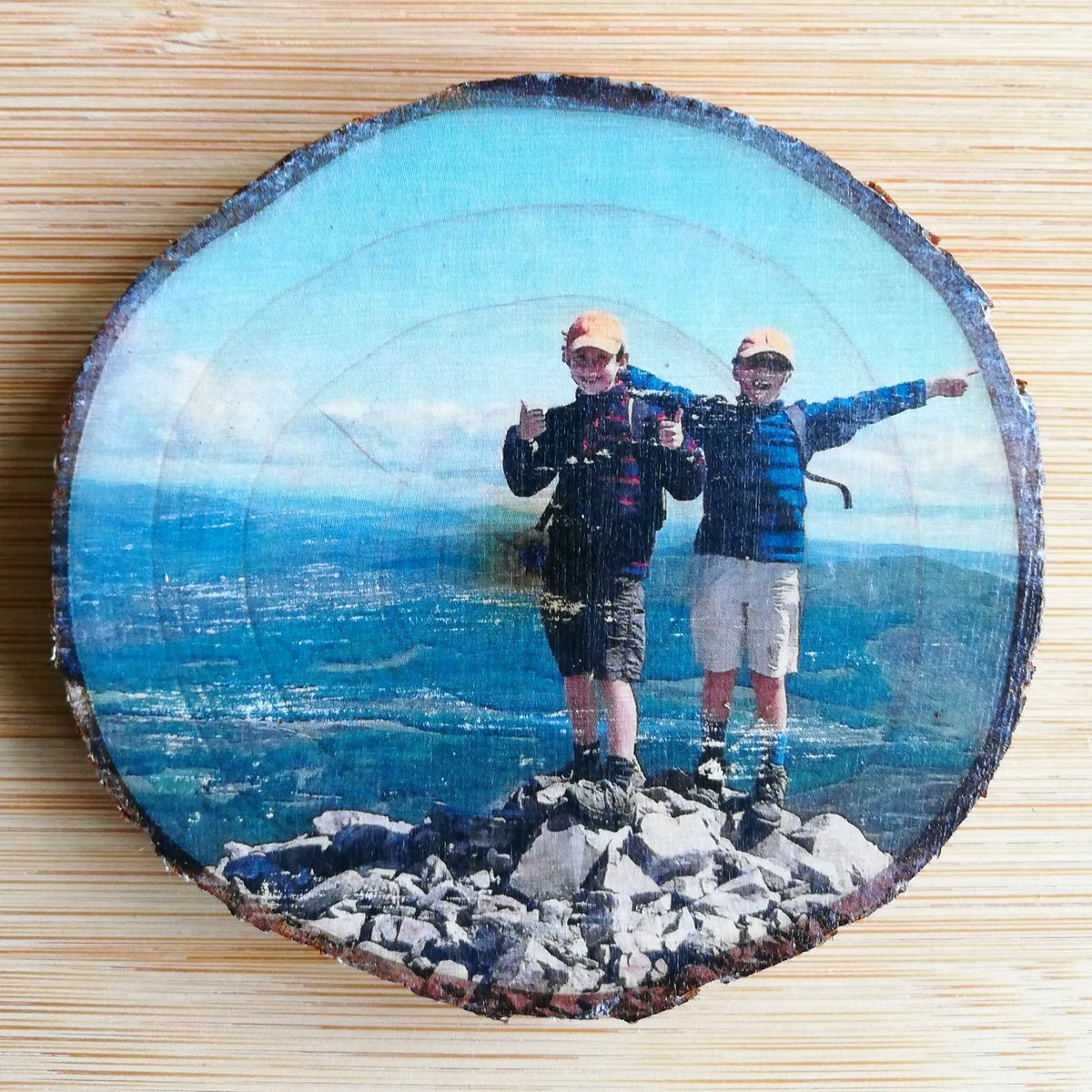 Morning #EarlyBiz, I'm a new biz turning happy memories into special wood art. Love this one of brothers celebrating on the summit of Schiehallion. First Munro bagged. #lovescotland pic.twitter.com/rmHVX90u3g