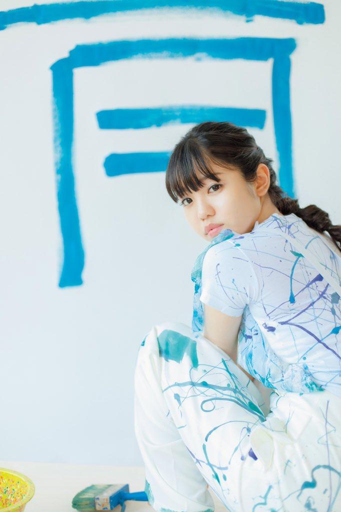 『佐藤日向1st写真集 青』発売日は9/24に決定しました🦋ほおおおおやっと言えた😭✨青にした理由も色々ありまして…!「色」をテーマに撮影をして頂きかっこよく言うと