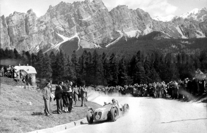 Remembering Giovanni Bracco, who died #OnThisDay '68, aged 60. In the '47 non-championship #ItalianGP at Portello he ran his Delage wide on a turn, killing 5 spectators; but he won the '48 Coppa d'oro delle Dolomiti in a Maserati (pic) & the '52 #MilleMiglia in a Ferrari. (1/2) https://t.co/YpCObaNNy0
