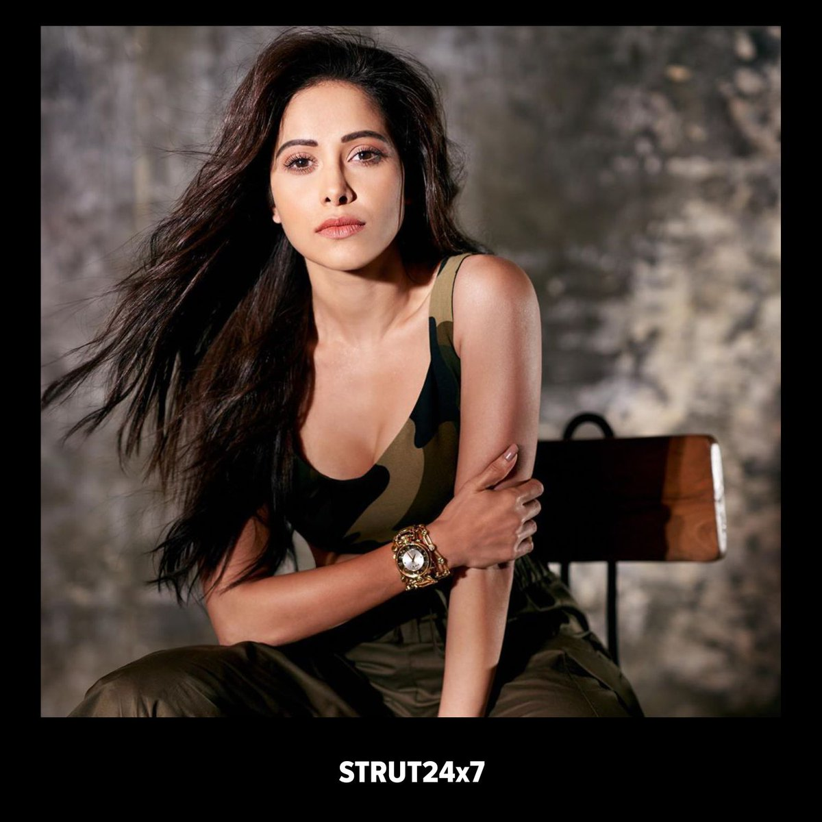 """""""Let loose"""" says the hair and yet making it all perfect @zoeyquinnyhair with her the hair can never go wrong, beautifully messed up for for @nushrrattbharuccha  #LooseHair #MessyHair #NushratBharucha #Strut24x7pic.twitter.com/W8sjnHxMKe"""