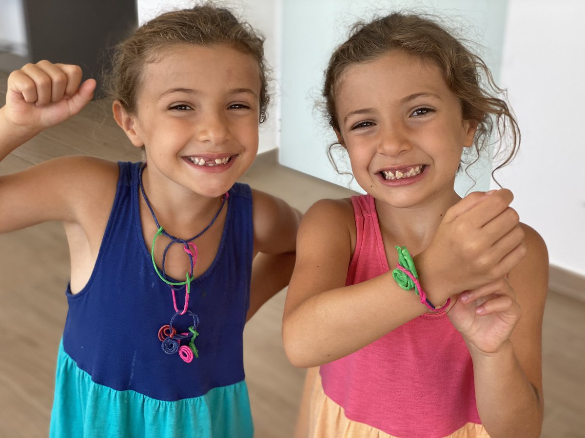 Discovered waxed string! Zoe and Lydia have been having lots of fun making jewelry... #waxedstring #handmadejewelry #identicaltwins pic.twitter.com/k525Og4q8a