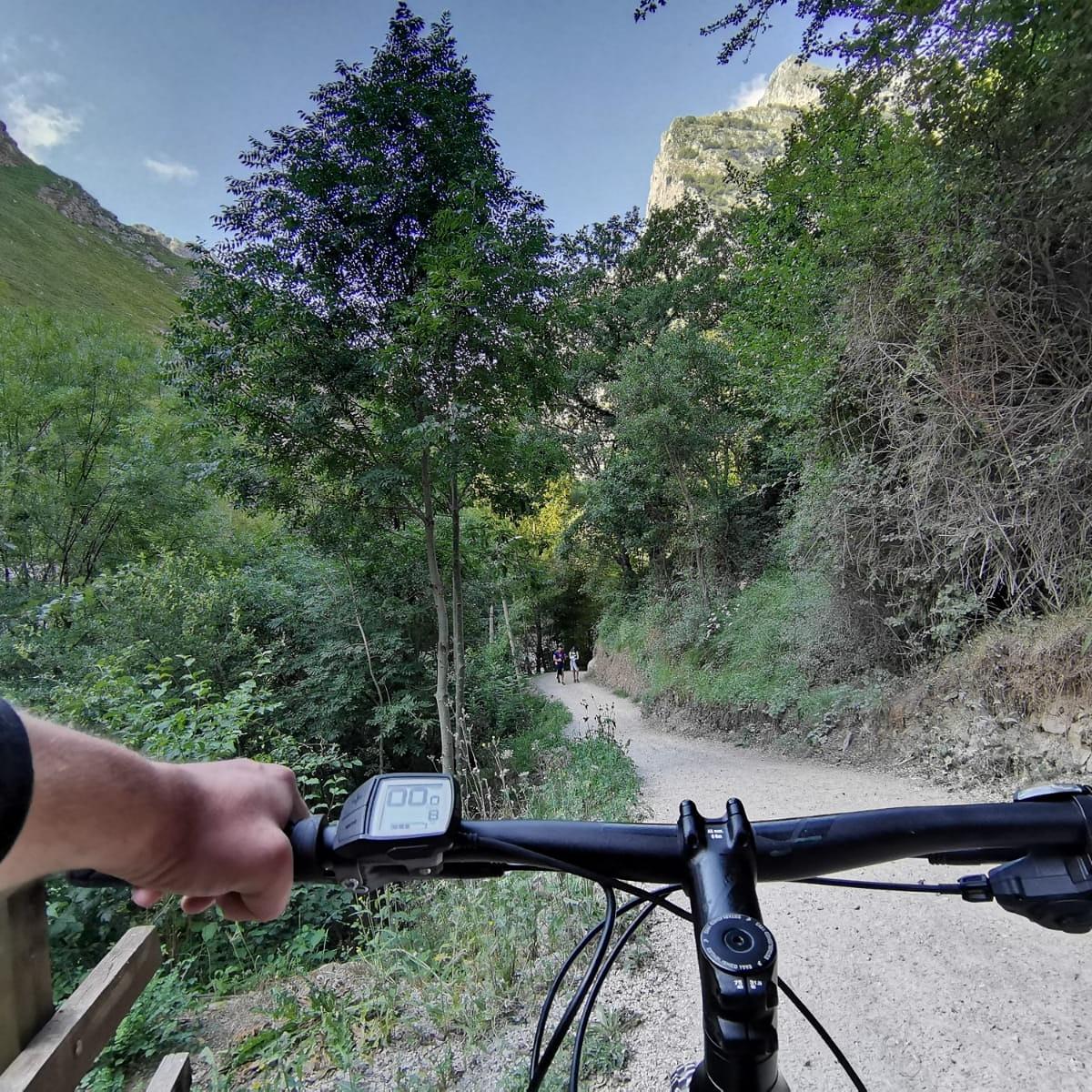 Ruta del Cares 😍, nuevos lugares con nuestras bicis eléctricas. Consultanos sin compromiso o accede a https://t.co/Sw2n0mnyEV #puraaventurayocio #bike #bikeinstagram #piloña #btt #turismoasturias #turismonacional  #ebike #bicielectrica #alquilerdebicicletaselectricas https://t.co/1R5dGt7biW