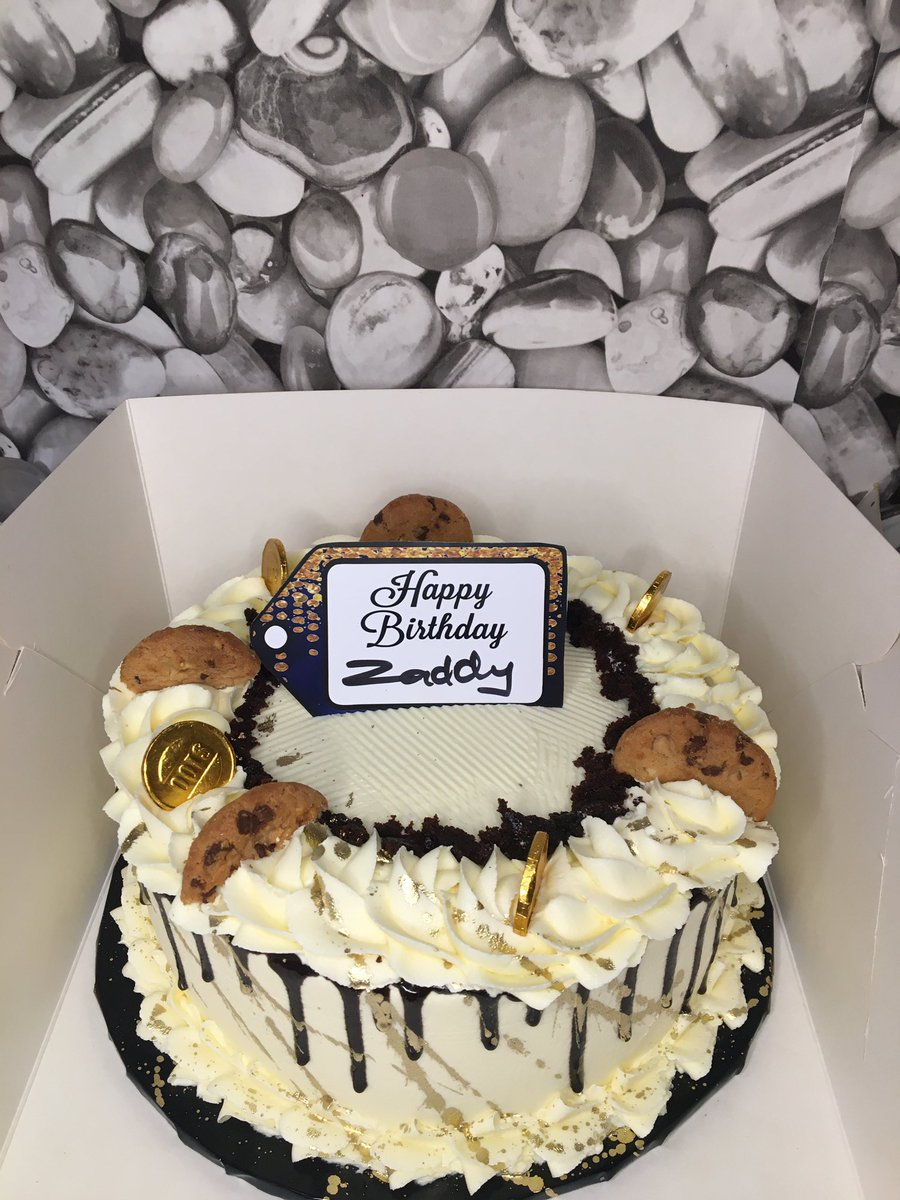 Cake for zaddy 8inches single layer  Vanilla-6k Chocolate and red velvet-7500 . Kindly retweet pic.twitter.com/N9ClAdLQ5s – at Alapere