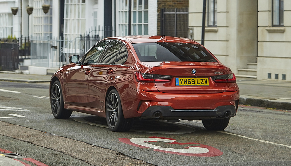 Geofence technology added to BMW PHEV range: BMW eDrive Zones service will automatically switch to electric-only mode when entering certain areas. London Con Charge/ULEZ & proposed Birmingham CAZ already active https://t.co/3Fmho7BBaS https://t.co/v9CHTN3Boy