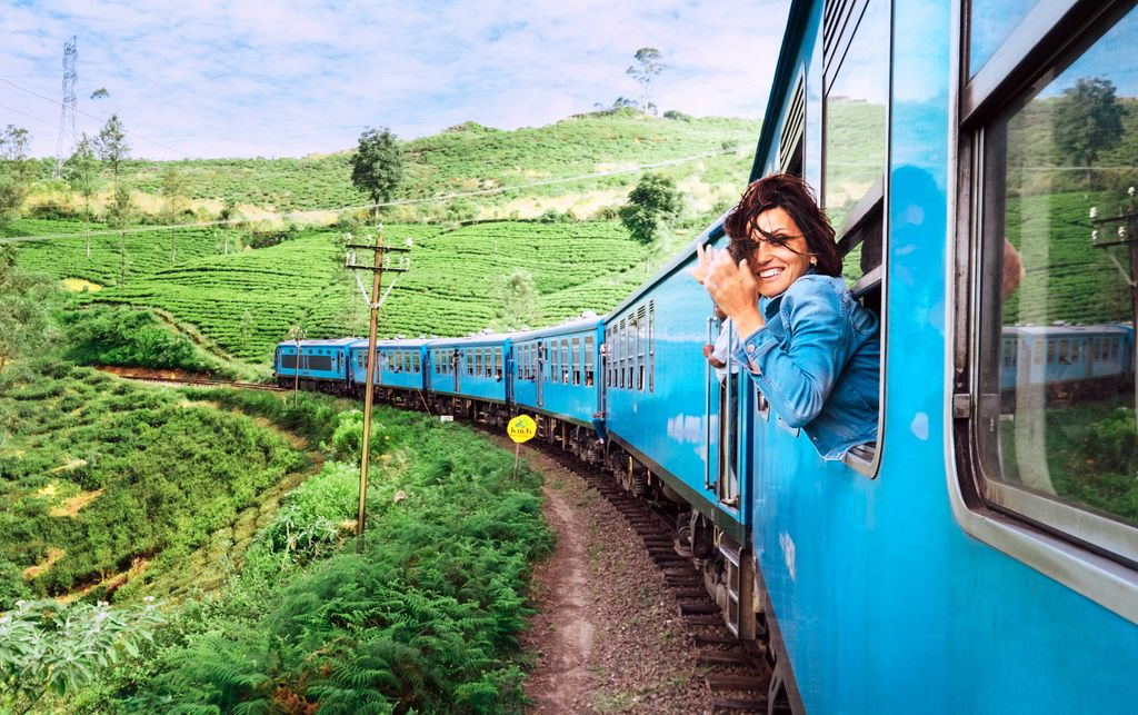 Colombo to Ella train route is considered as one of the best in the world with picturesque sceneries throughout the journey. #komadu #visitsrilanka #ellapic.twitter.com/Cqva4SMOPD