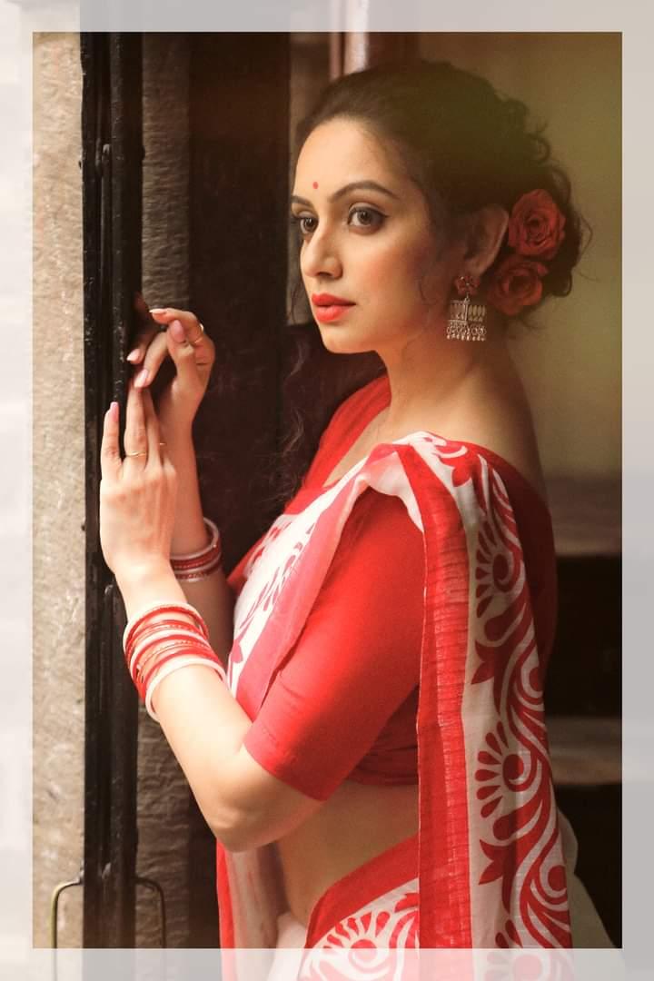 @scobidobi is a perfect heartrob in saree isn't it? #saree #sareelove #fashion #sarees #sareelovers #sareeblouse #sareesofinstagram #sareefashion #ethnicwear #indianwear #love #sareeindia #india #sari #silksaree #sareelover #sareepact #indianfashion @marathipage3pic.twitter.com/CPfm7JPzEw